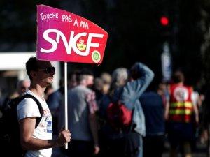SNCF: l'intersyndicale unie appelle à poursuivre la grève